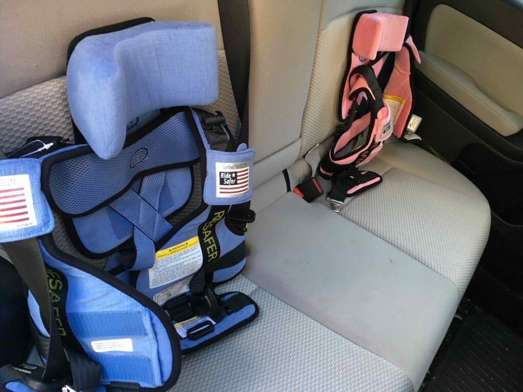 ridesafer-vests-in-daddys-backseat