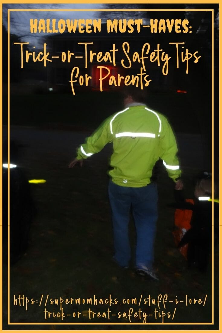 How to keep your kiddos visible and safe on Halloween? These trick-or-treat safety hacks will keep your little ones visible after dark! Halloween Must Haves: Trick-or-Treat Safety Tips for Parents - SuperMomHacks | halloween safety tips | halloween safety tips for trick or treaters | trick or treat safety tips for kids | trick or treat safety tips for parents | trick or treating safety tips | steps to take when trick or treating | safe trick or treating tips | halloween safety tips for adults
