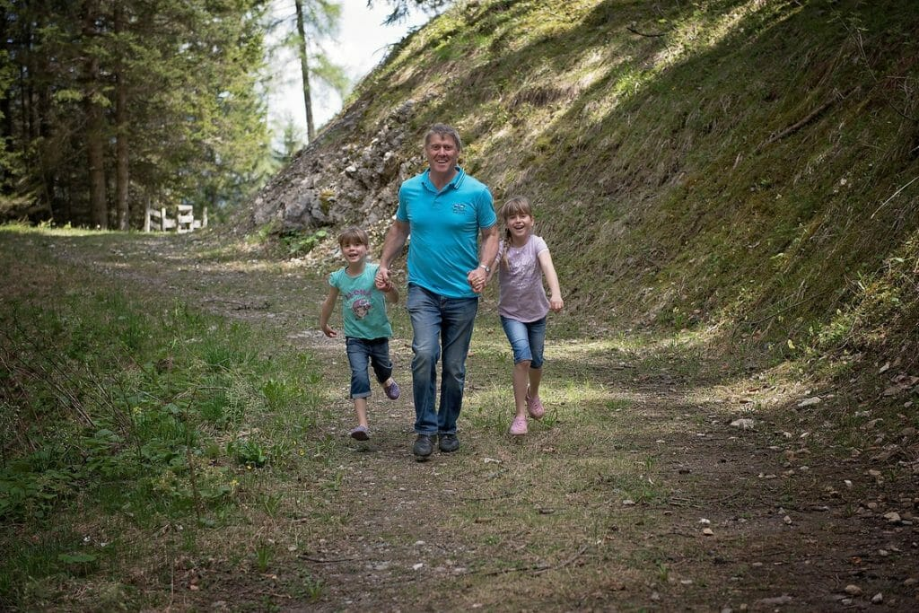 Want to know the secret of setting - and KEEPING - realistic fitness goals as a busy parent? Here's a hint: your family is your secret weapon. Here's how.